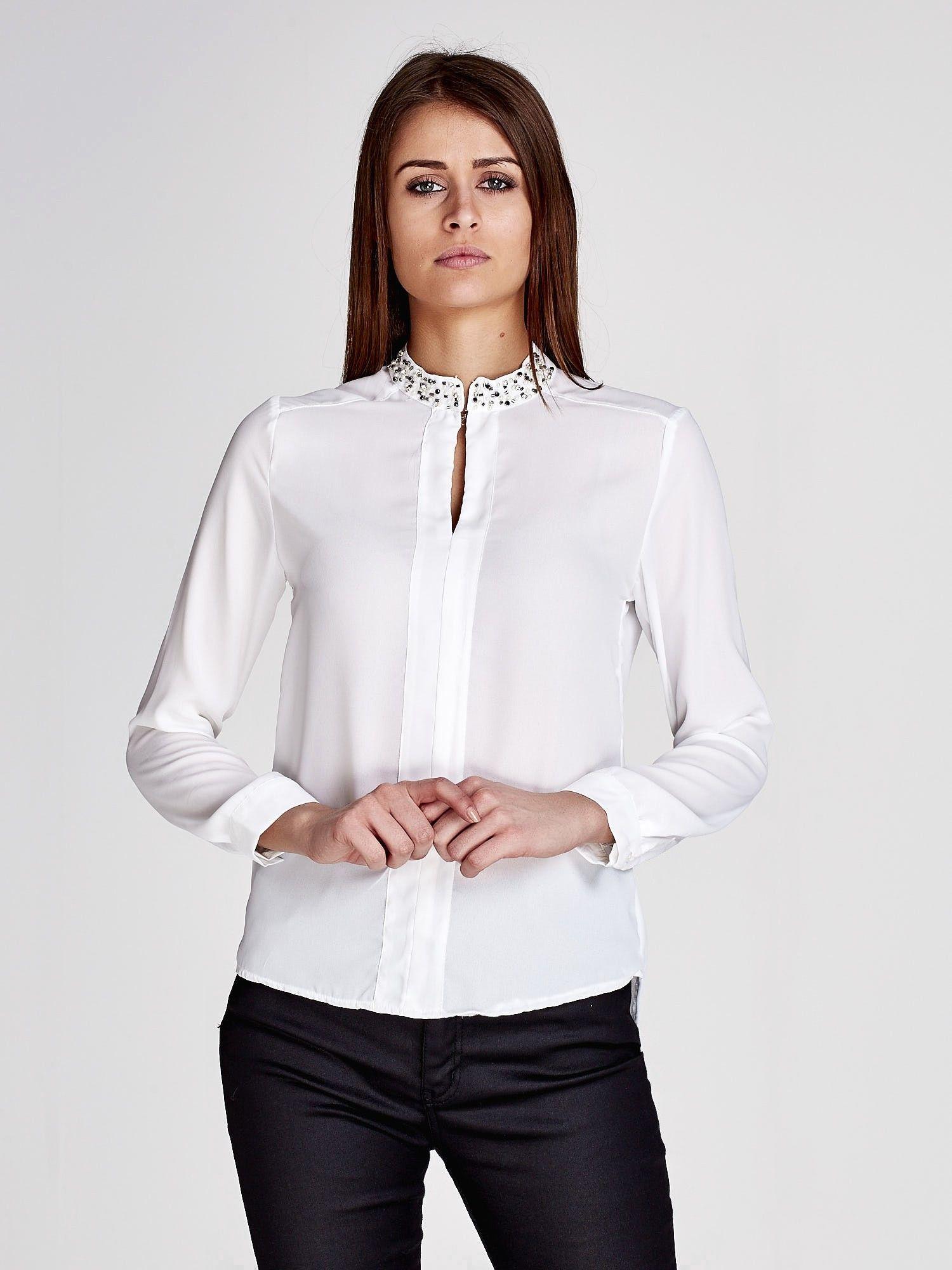 Białe i czarne koszule damskie